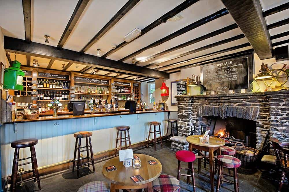 victoria-inn-salcombe-bar