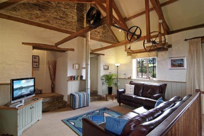Old Threshing Barn lounge