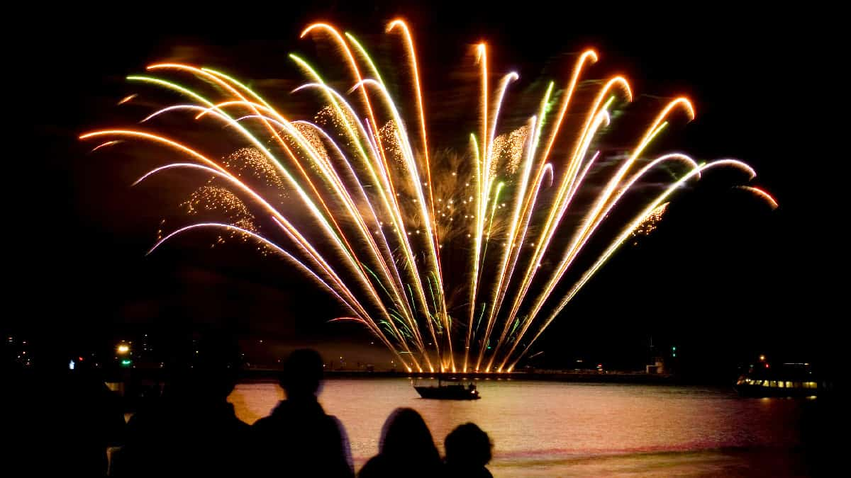 Plymouth-Hoe-firework-display