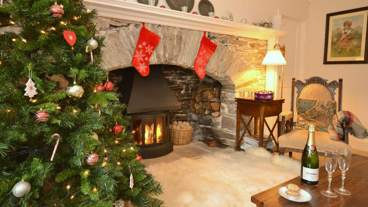 christmas-holiday-cottage