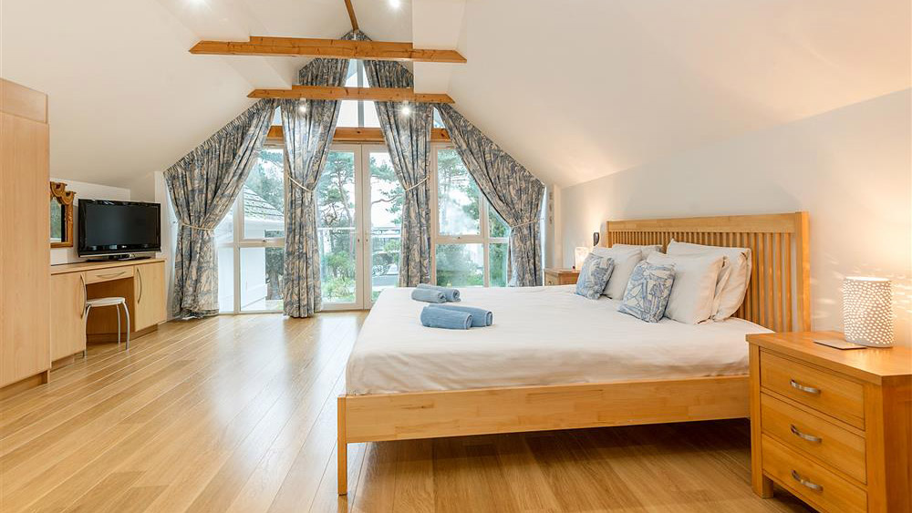 master-bedroom-1-west-point-sandbanks