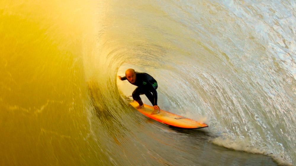 ben-howey-surfing-longboard