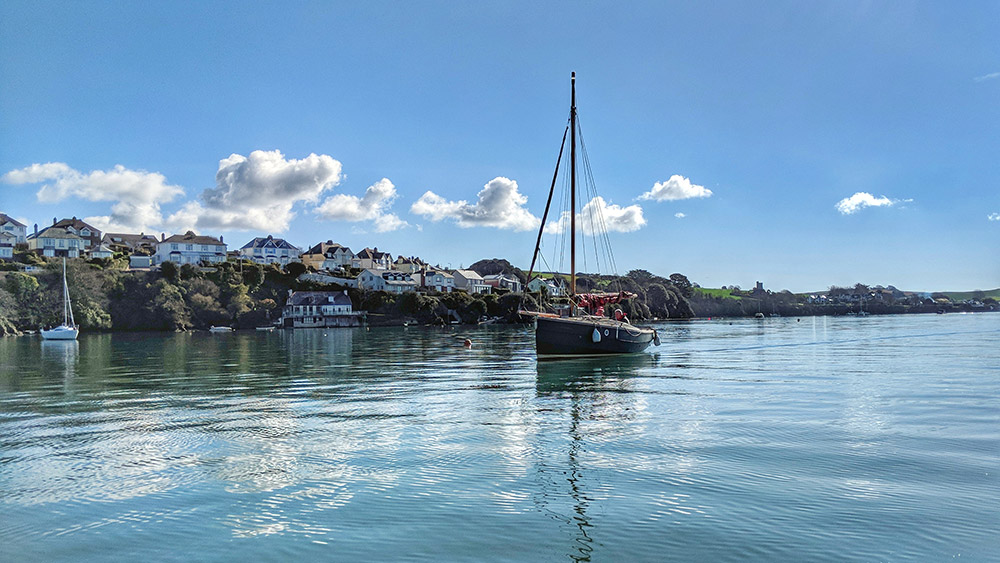 kingsbridge-estuary-sailing-boat
