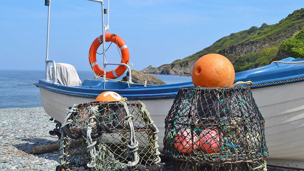 Porthallow-beach-fishing-boats