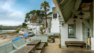 ferryboat-inn-helford-river